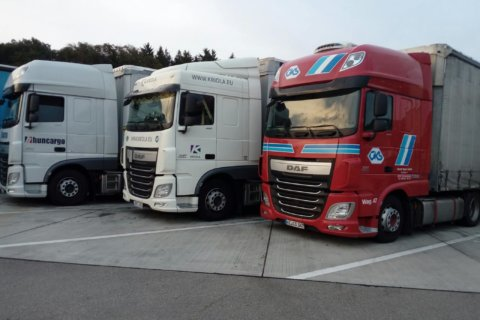 kriola_trucks-side